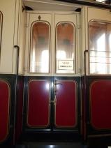 Vstupní dveře vozu č. 112